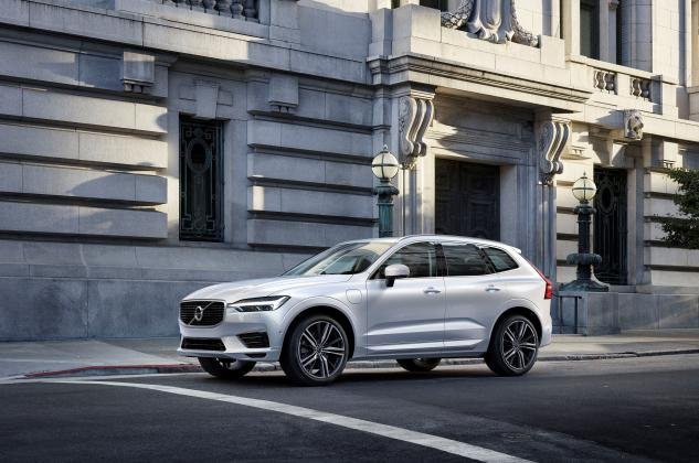 Angular front of the XC60 2018