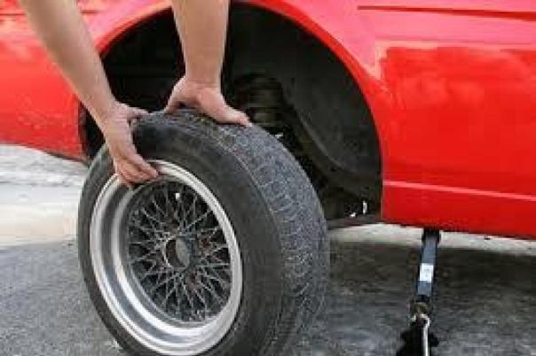 Remove flat tire