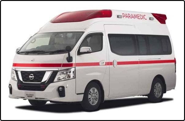 Angular front of the Nissan NV350 Paramedic 2018