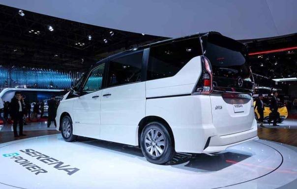 Nissan Serena e-Power angular rear