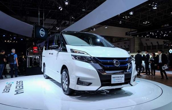 Nissan Serena e-Power angular front