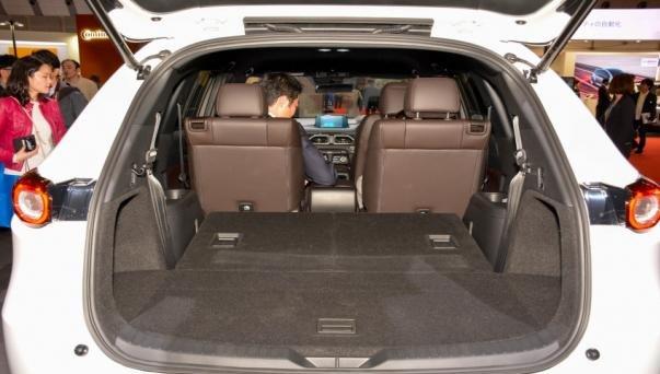 Mazda CX-8 2018 cargo space