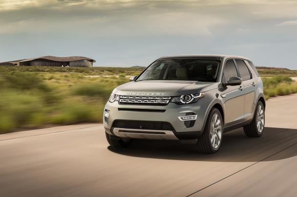 Land Rover Discovery Sport 2018 on the road