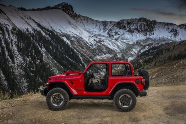Side view of a Jeep Wrangler 2018