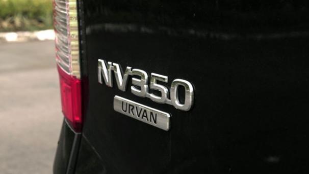 Nissan NV350 Urvan badge