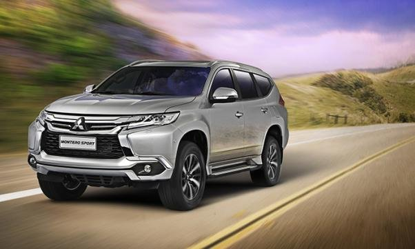 The Mitsubishi Montero 2018 angular front