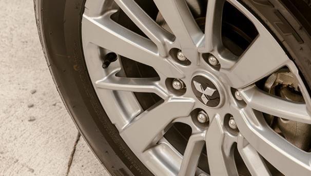 A Mitsubishi Montero Sport 2018 wheel