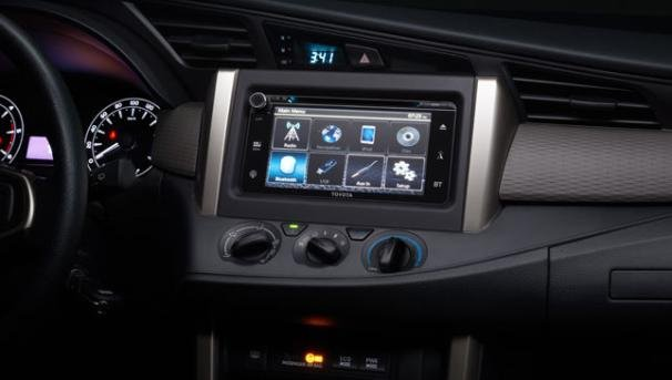 Touchscreen audio display of the Toyota Innova Touring Sport 2018