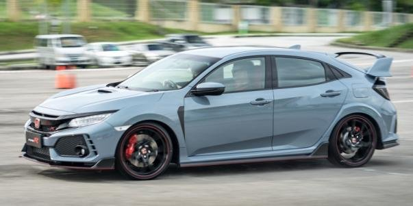 FK8 Honda Civic Type R 2017 side view