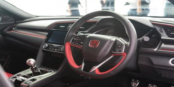FK8 Honda Civic Type R 2017 dashboard