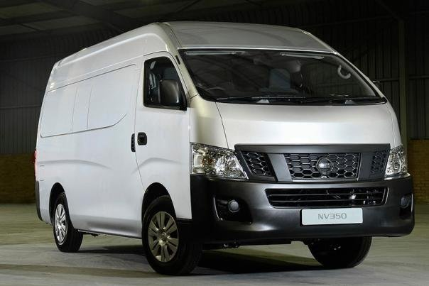 Angular front of a Nissan Urvan Premium 2018