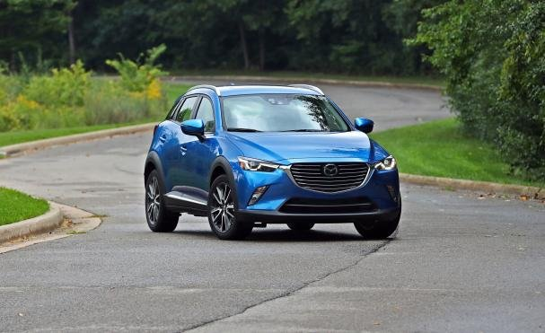 Angular front of a Mazda CX-3 2018