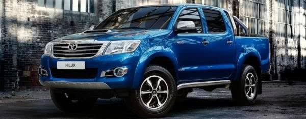 Toyota Hilux 2018 blue angular front