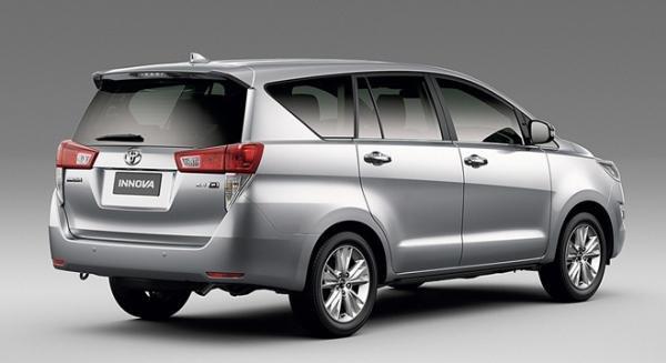 Toyota Innova 2018 angular rear