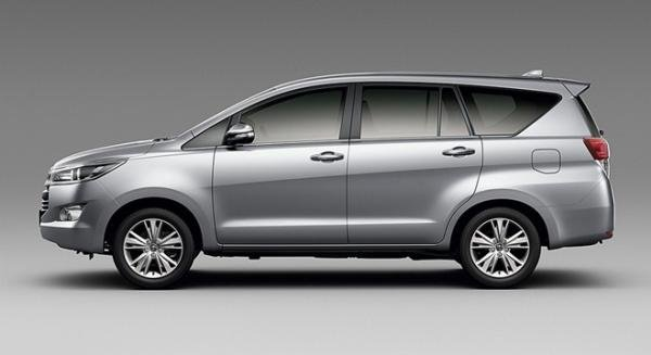 Toyota Innova 2018 side view