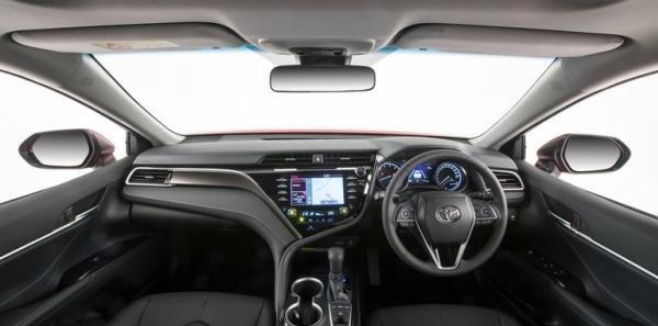 Toyota Camry SX 2018 cabin