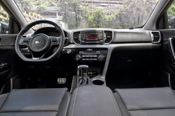 Fourth-generation Kia Sportage dashboard