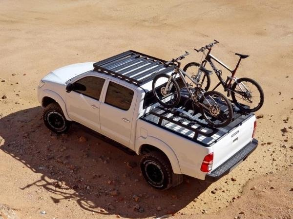 Toyota Hilux 2018 carrying stuff on its bed