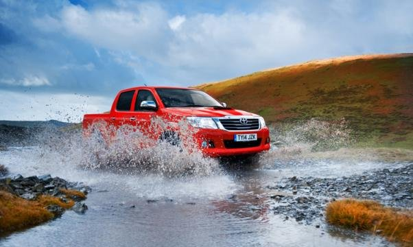 off-roading Toyota Hilux 2018