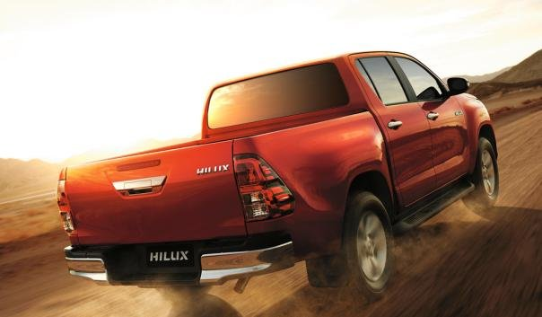 Toyota Hilux 2018 climbing up an incline