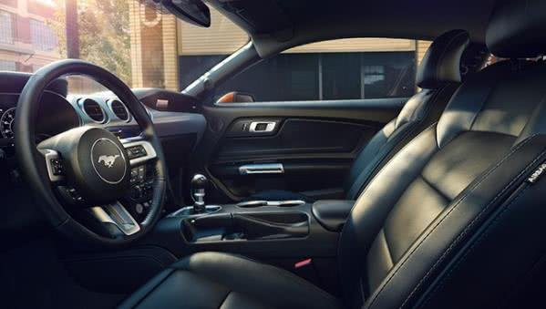 Ford Mustang 2018 cabin