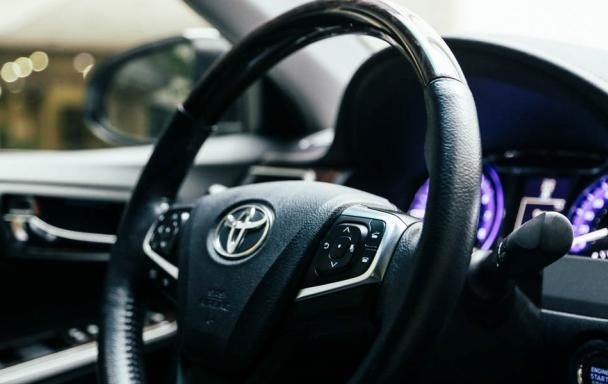 Toyota Camry 2017 steering wheel