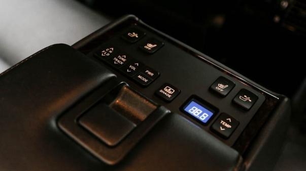 Toyota Camry 2017 tri-zone Nano-E automatic climate control