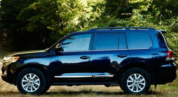 Toyota Land Cruiser 2018 side view