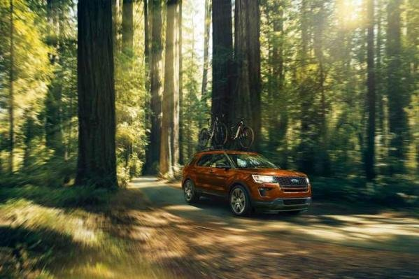 Ford Explorer 2018 in forest