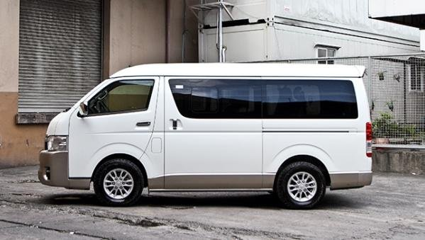 Toyota Hiace 2018 side view