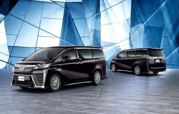 2 models of Toyota Vellfire 2018 facelift