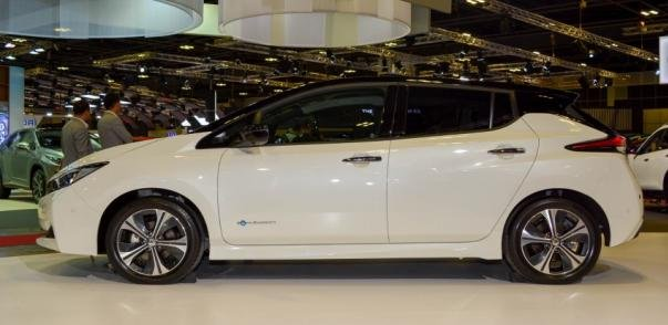 Nissan Leaf 2018 side view