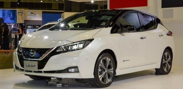 2018 Nissan Leaf angular front