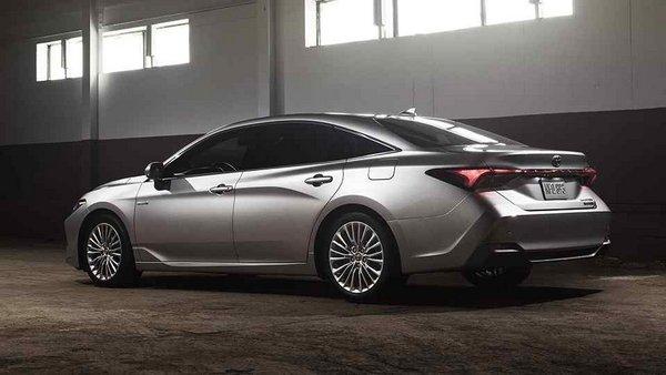 Toyota Avalon 2019 rear view