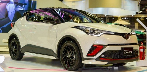 Toyota C-HR 2018 luxury angular front