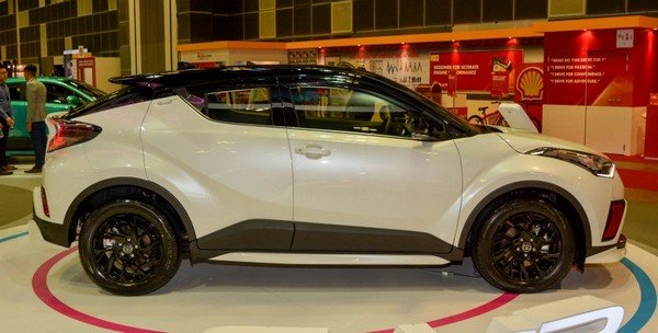 Toyota C-HR 2018 luxury side view