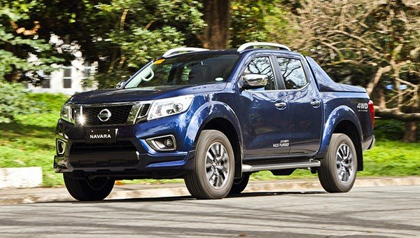 Nissan Navara 2018 on the road