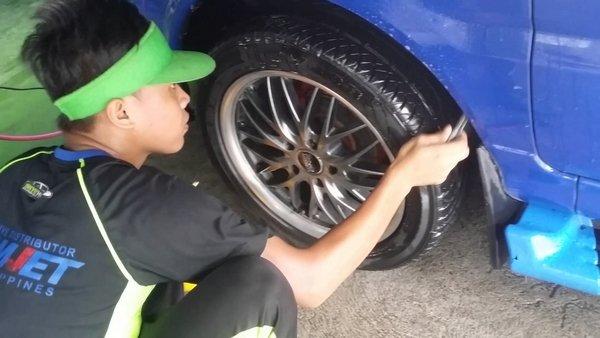 check the Mitsubishi Adventure's tire