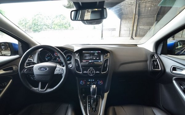Ford Focus 2017 interior