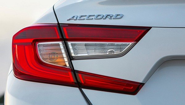 Honda Accord 2018 tail light