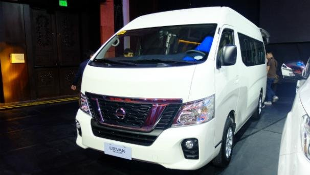 the angular front Nissan Urvan Premium 2018