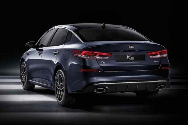 the angular rear Kia Optima 2018