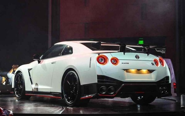 Nissan GT-R NISMO 2018 angular rear