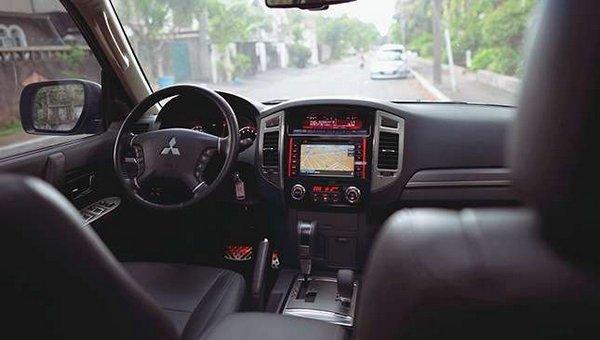 Mitsubishi Pajero 2017 interior