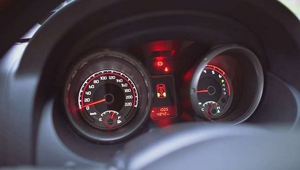 Mitsubishi Pajero 2017 analog gauges