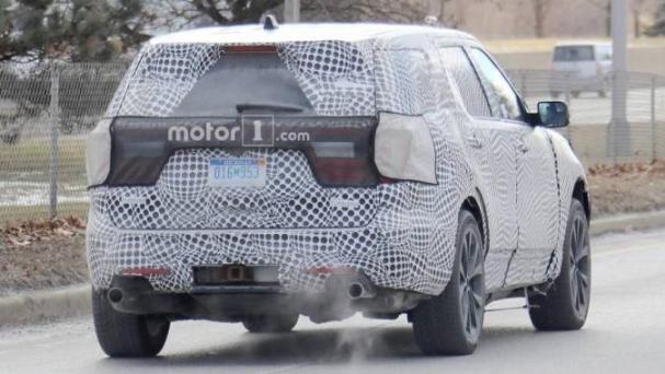 Ford Explorer 2020 ST spy shot angular rear