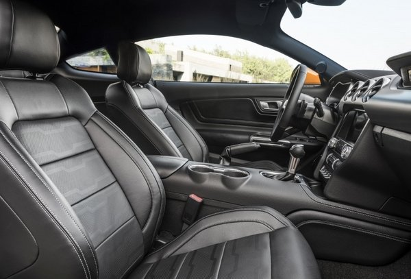 Ford Mustang 2018 facelift interior