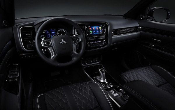 Mitsubishi Outlander PHEV 2019 facelift interior