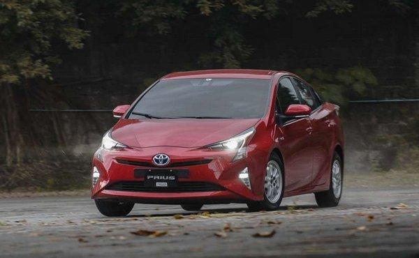 Toyota Prius 2018 hybrid angular front