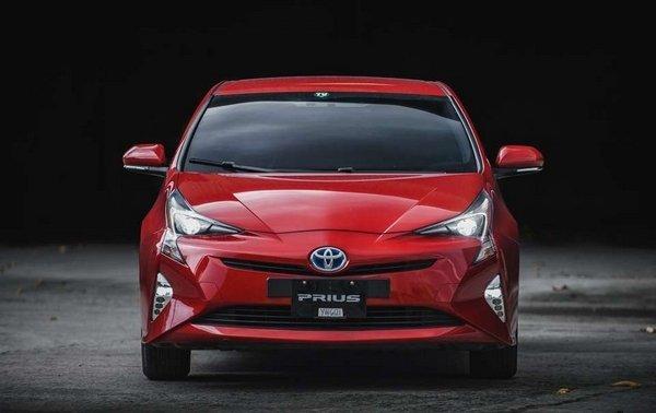 Toyota Prius 2018 hybrid front view